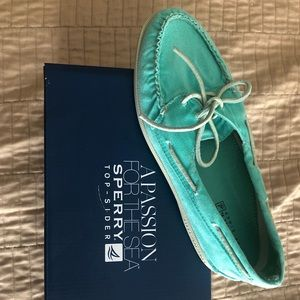 Sperry NWT Turquoise Sneakers